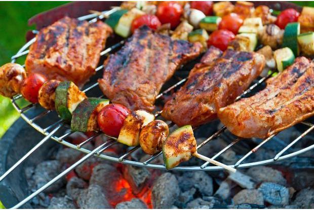http://hapjesaanhuis.nl/producten/groot/catering-van-hapjes-aan-huis-traditionele-vlees-bbq.jpg